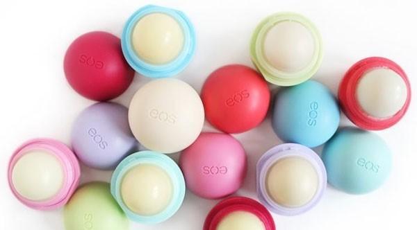Son trứng EOS dưỡng môi và trị thâm hiệu quả