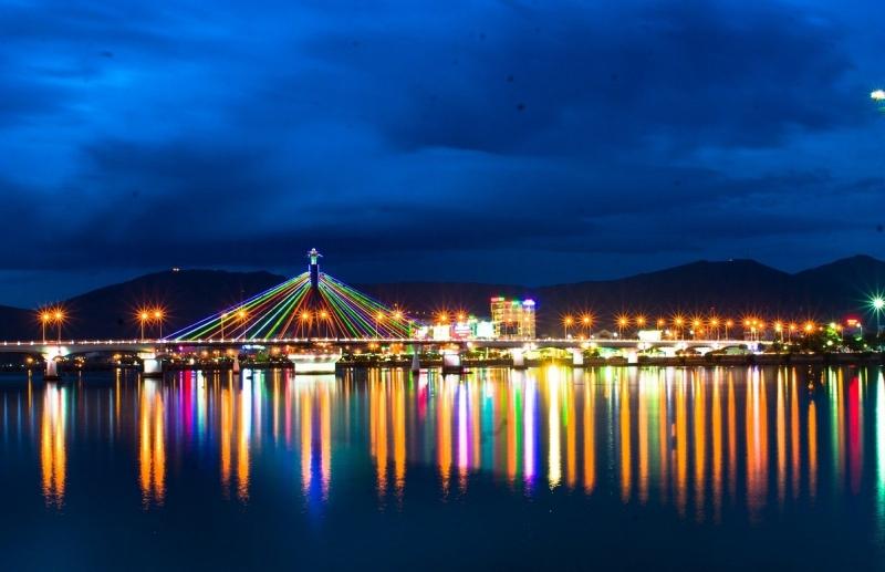 Sông Hàn - Đã Nẵng nhìn từ xa