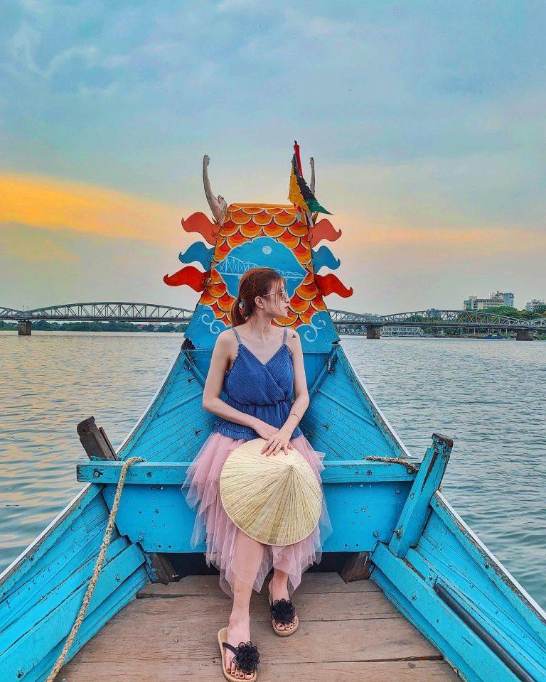 Các bạn có thể lựa chọn ngay khách sạn ven Sông Hương để hưởng thụ chuyến du lịch trọn vẹn.