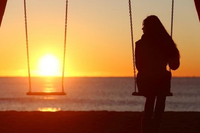 Sống khép kín, không tạo mối quan hệ với mọi người
