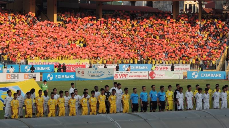 Trang phục vàng đậm truyền thống của CLB bóng đá Sông Lam Nghệ An