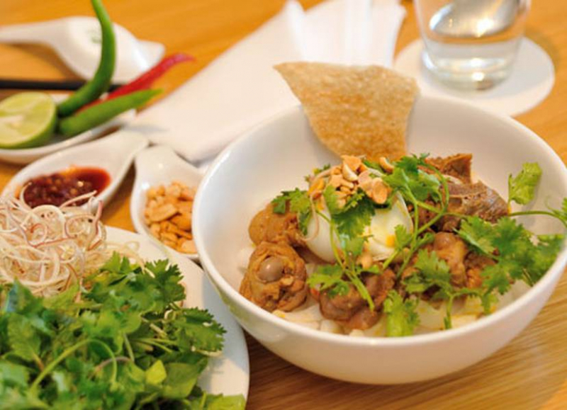 Song Tra - Quang Noodles & Chicken Rice