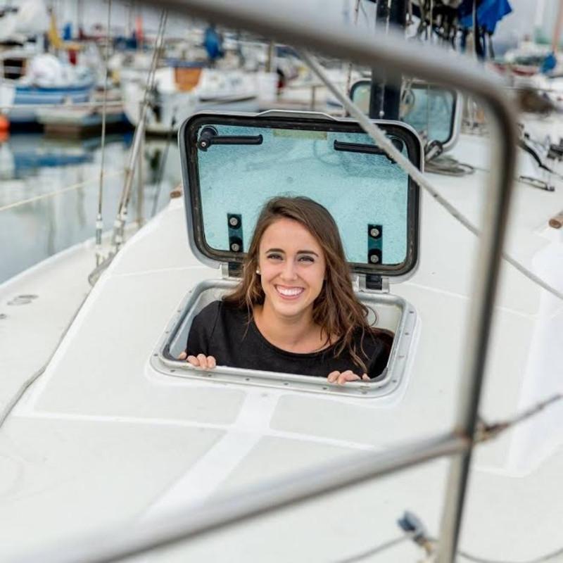 Việc sống trên thuyền buồm giúp cô tiết kiệm được khoản tiền khá lớn