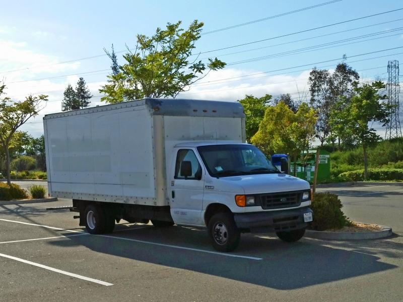 Brandon chọn cách sống trong xe tải để tiết kiệm được hơn 90% thu nhập của mình