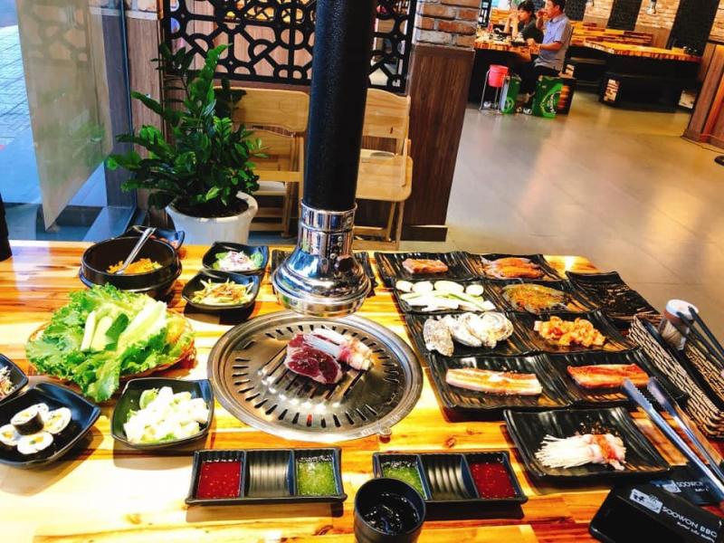 Đến với Soowon BBQ Rạch Giá chỉ cần bỏ 1 số tiền nhất định mà không có bất kì phát sinh gì ngoài đồ uống,khách có thể tha hồ chọn lựa đồ ăn, không giới hạn