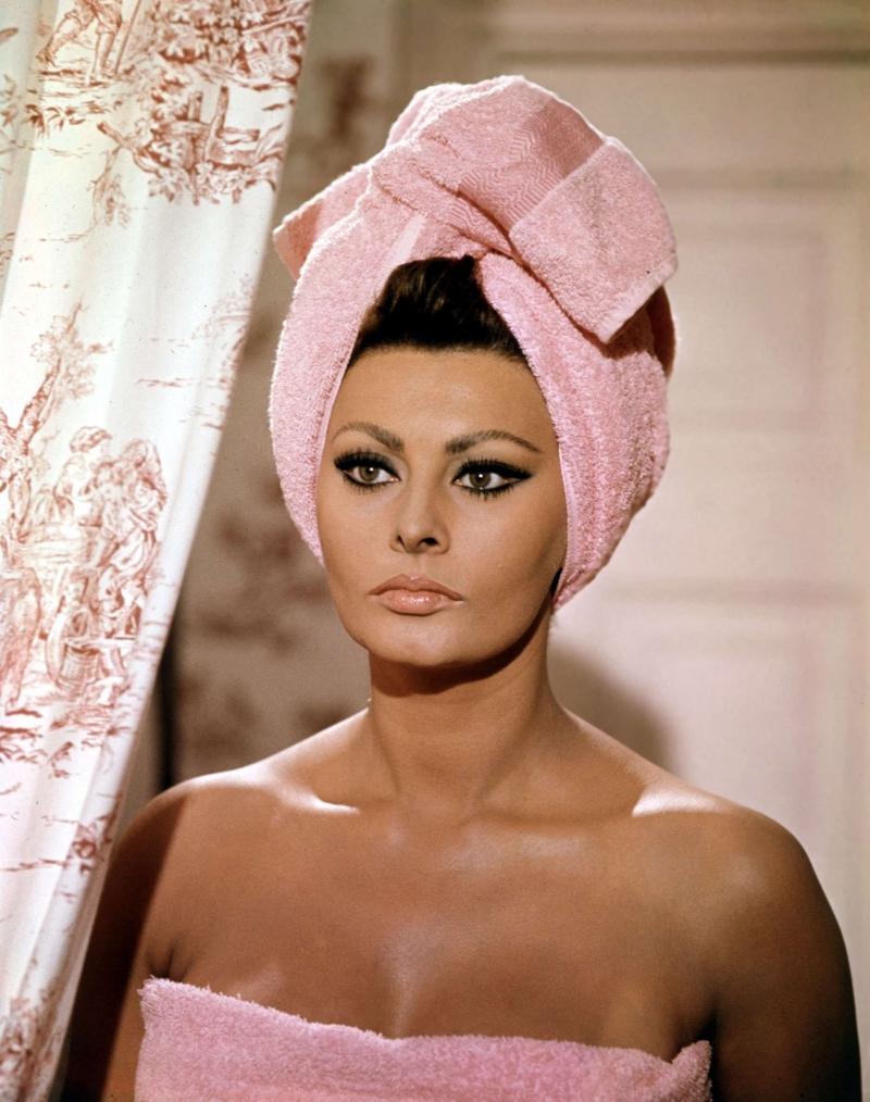 Sophia Loren có đôi mắt khiêu khích