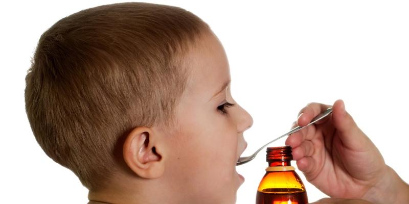 Nếu trẻ sốt cao trên 38,5 độ thì có thể dùng thuốc hạ sốt