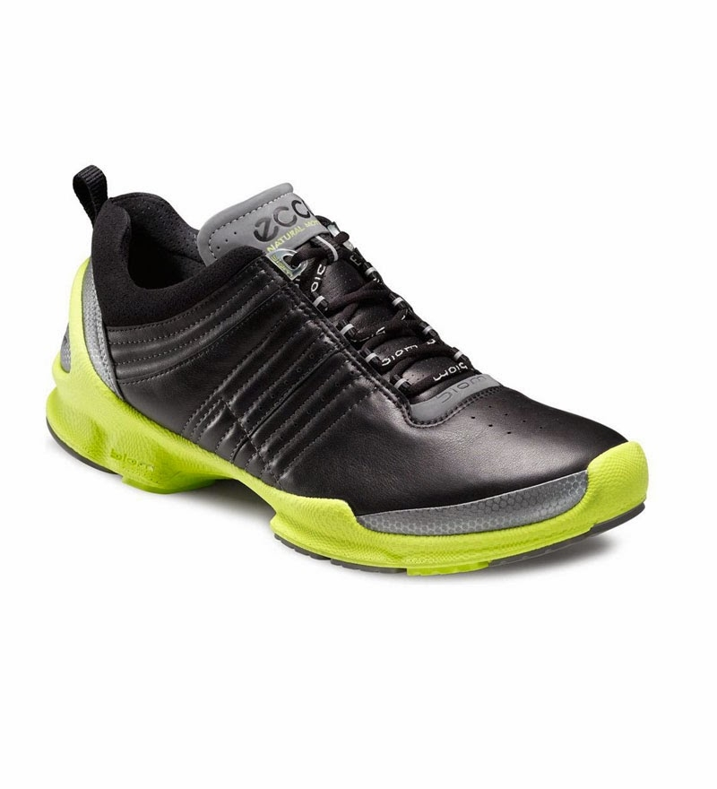 Một đôi giày Sport shoes là sự lựa chọn tốt cho đôi chân của bạn