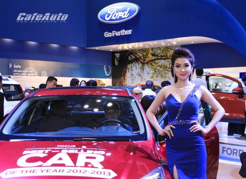 Người mẫu tại triển lãm xe hơi