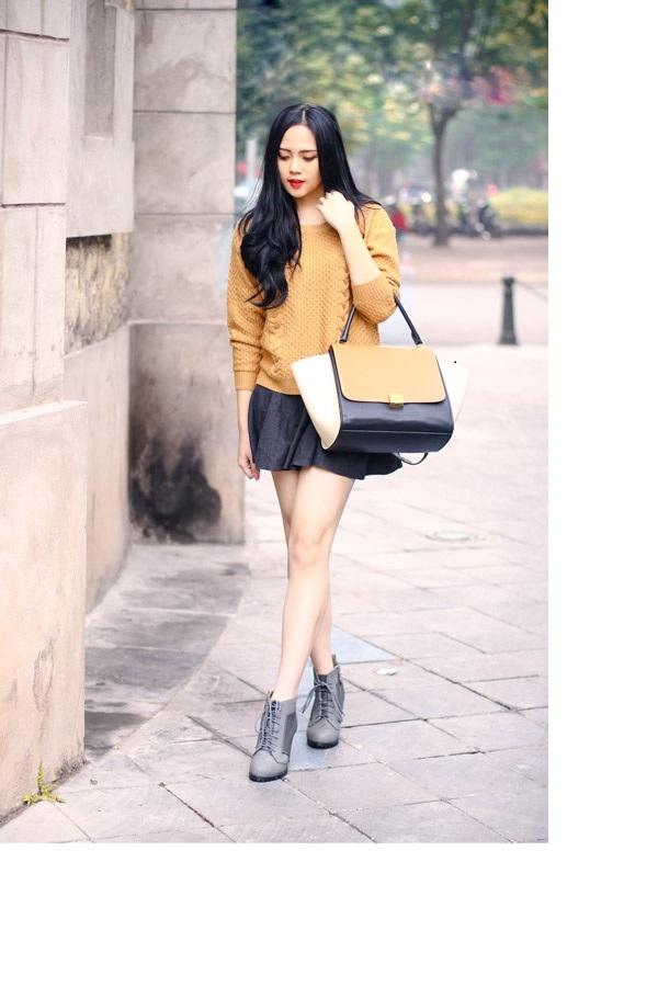 Áo len thụng rộng rãi cá tính sẽ được mềm hóa một cách dễ dàng với chân váy đuôi cá ngắn