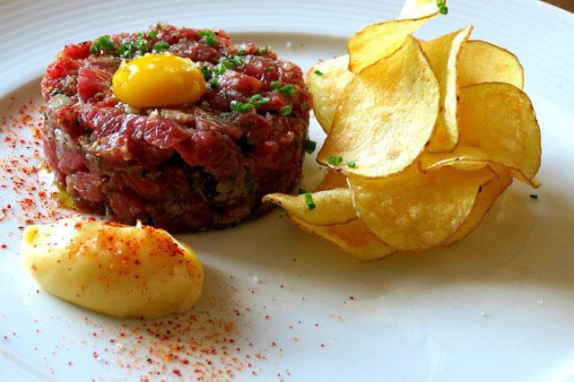 Steak Tartare – Bít tết Tartare.