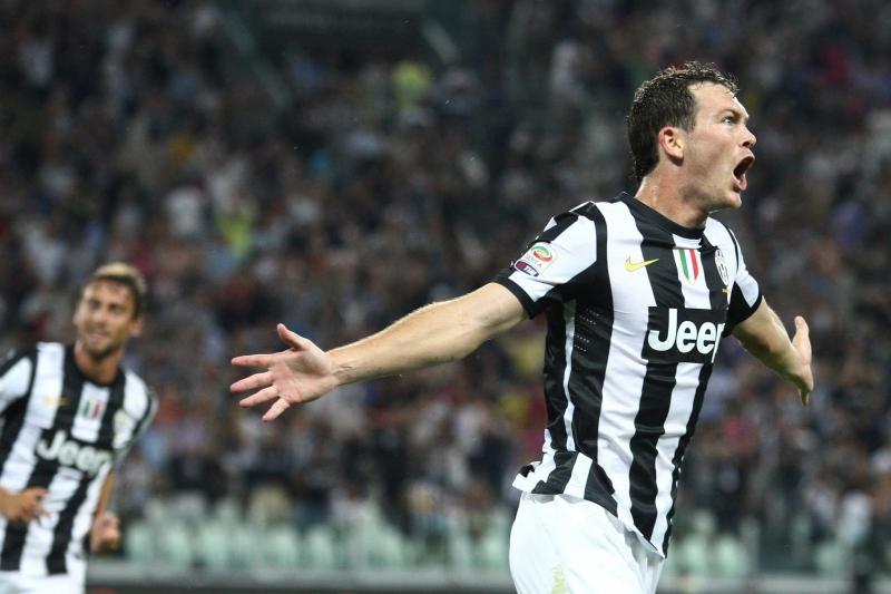 Lichtsteiner đang thi đấu cho Juventus