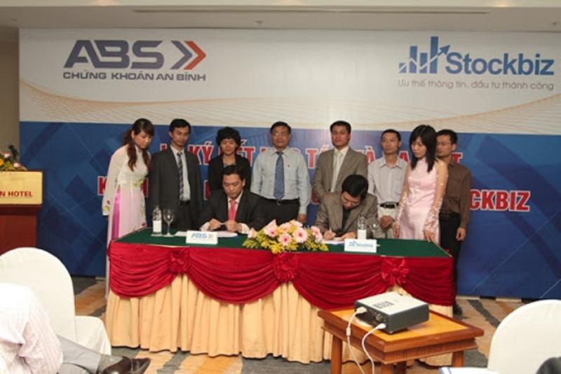 Hệ thống quản lý danh mục của ABS-Stockbiz cung cấp các công cụ, tiện ích giúp nhà đầu tư theo dõi, quản lý danh mục một cách hiệu quả.