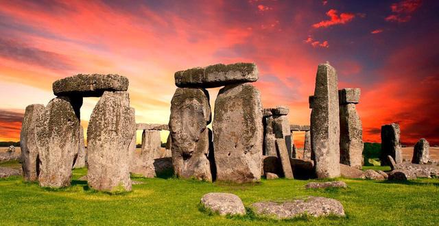 Stonehenge là một công trình tượng đài cự thạch
