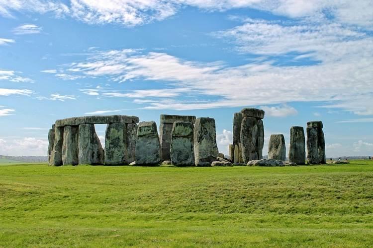 Stonehenge là một trong những điểm du lịch hấp dẫn hàng đầu ở Anh