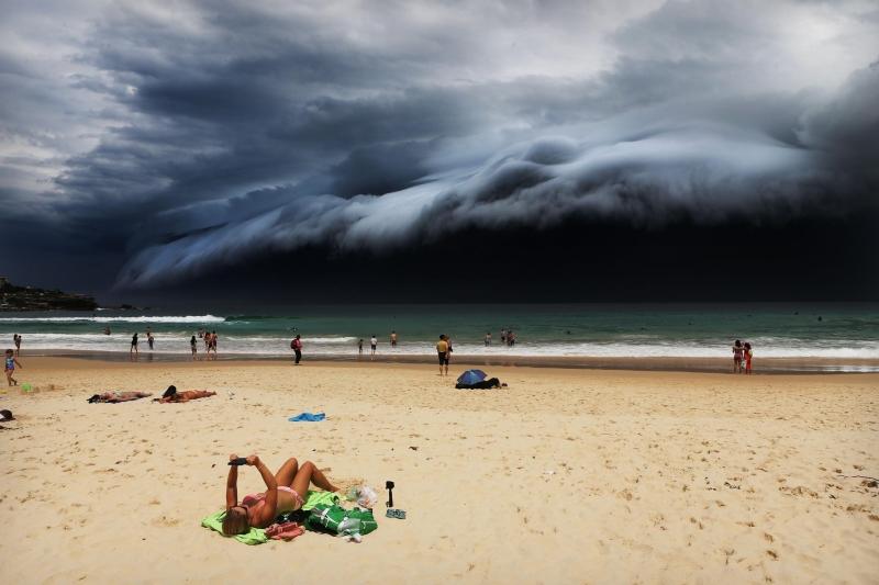 Bức ảnh Storm Front on Bondi Beach của nhiếp ảnh gia Rohan Kelly - Nguồn Internet
