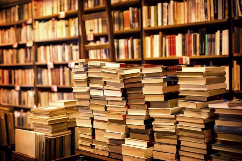 Một góc trưng bày sách tại Stubooks Vinh