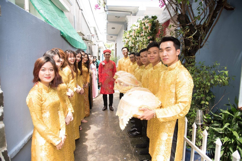 Trang phục áo dài cưới hỏi hiện đại