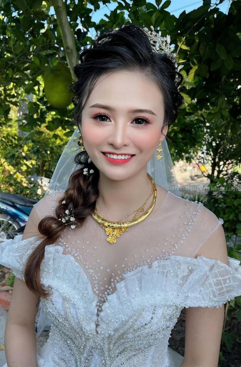 Vẻ đẹp ngọt ngào trong trẻo cuốn hút ánh nhìn qua bàn tay của Studio Danh Nguyễn