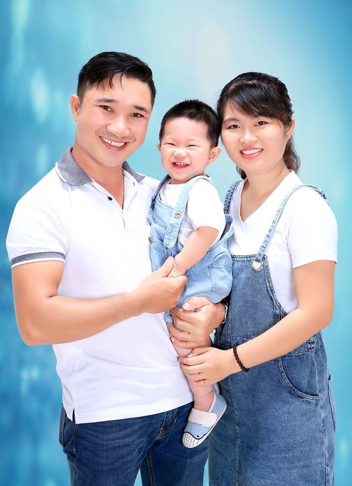 Ảnh gia đình ba người được chụp bởi Studio Ohtiti