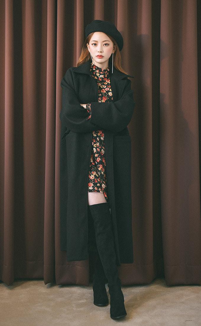 Áo dạ mang phong cách trẻ trung.