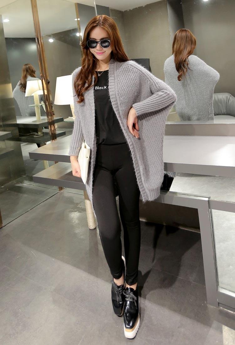 Bạn sẽ trở thành một cô nàng sành điệu với chiếc áo len thời trang thế này (Nguồn: Sưu tầm)