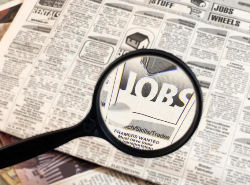 Nhiều sinh viên mới ra trường còn thụ động trong công tác tìm việc cho bản thân.