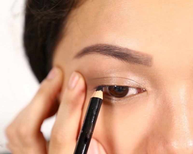 Sử dụng eyeliner dạng chì
