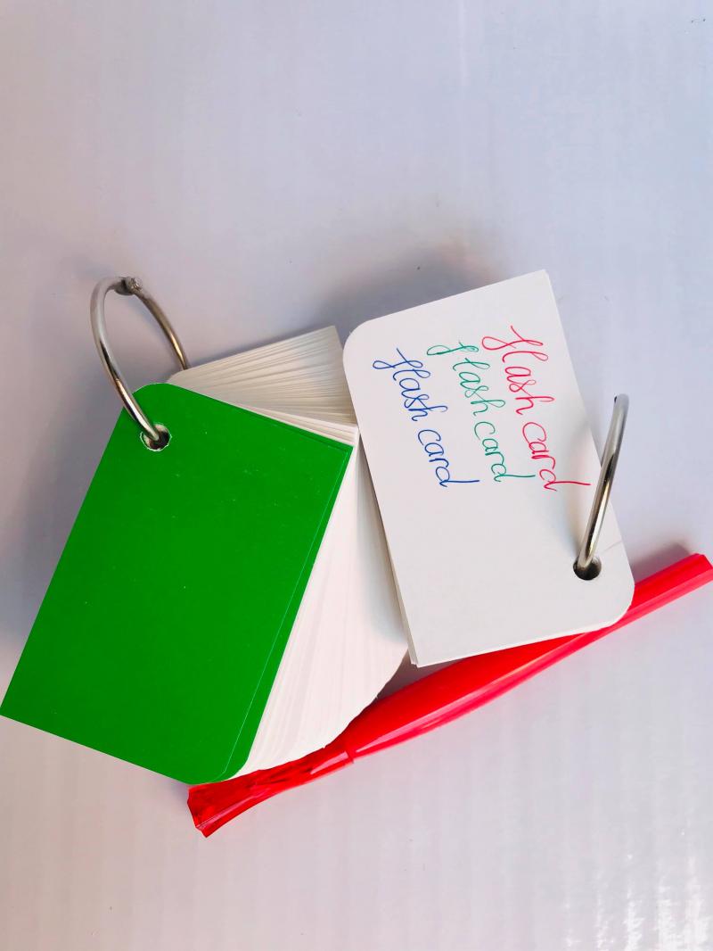 Flashcard là công cụ hiệu quả hỗ trợ các bạn nhớ lâu kiến thức