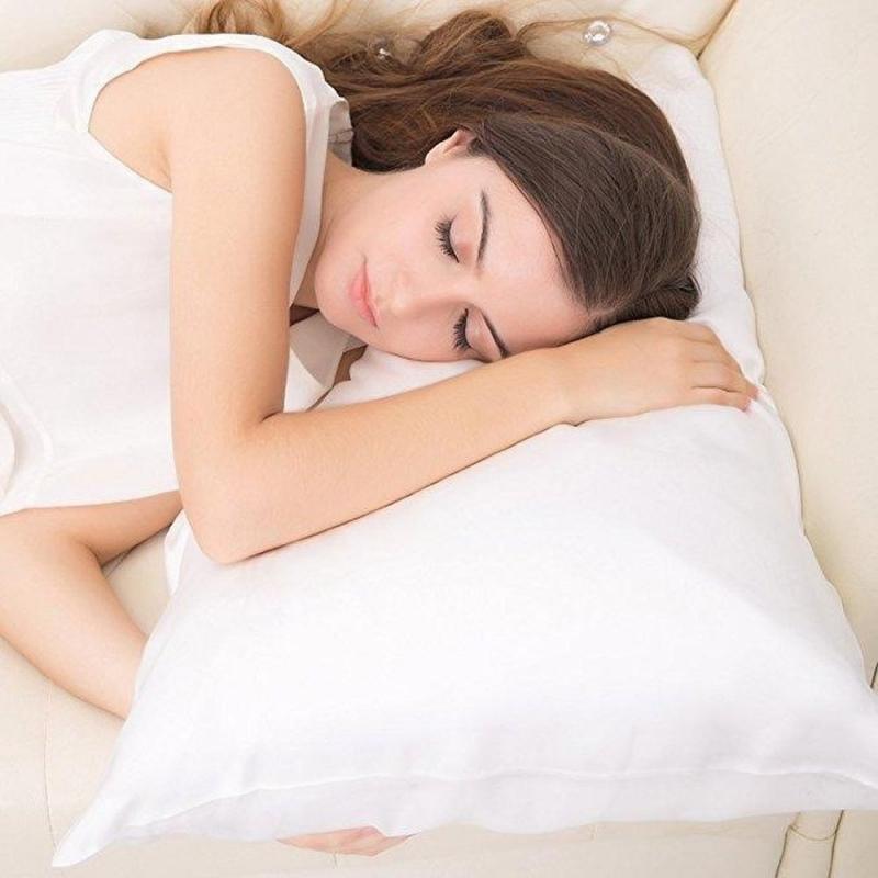 Sử dụng gối lụa khi ngủ