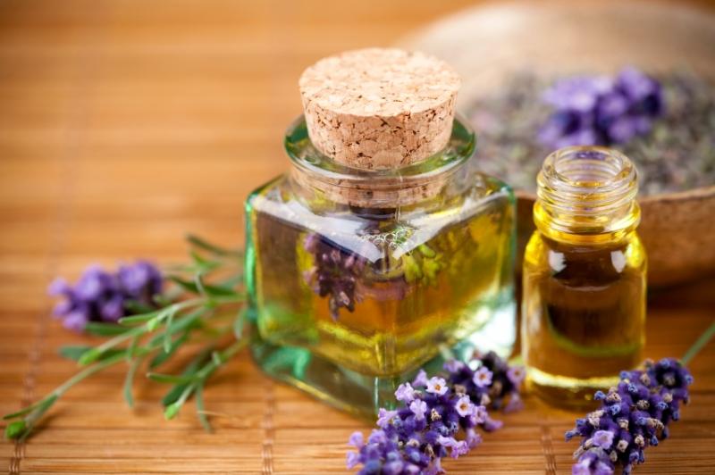 Tinh dầu giúp bạn thư giãn, dễ ngủ hơn và ngăn ngừa được nhiều bệnh như cảm cúm, cảm lạnh,...