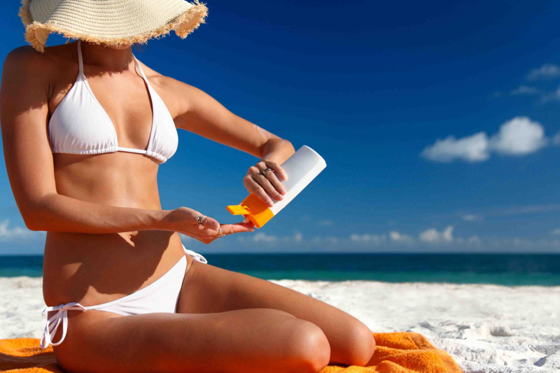 Sử dụng kem chống nắng riêng biệt chống thấm nước khi đi bơi