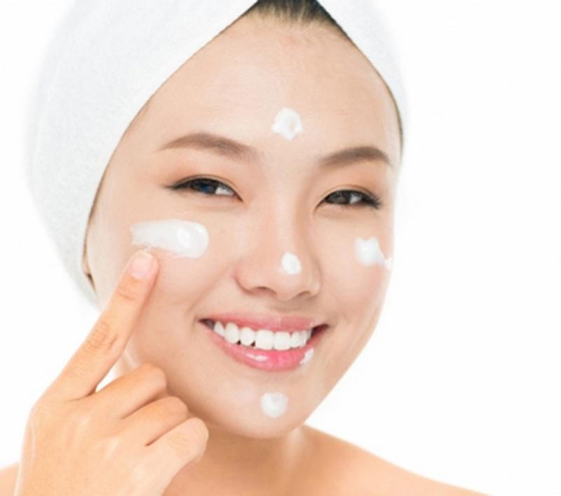 Sử dụng kem dưỡng da để da đẹp hơn