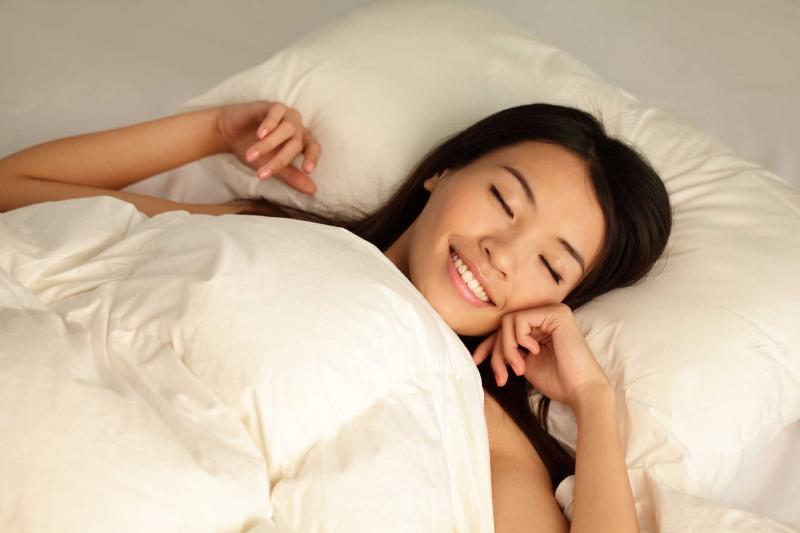 Chất liệu chăn gối thoải mái, dễ chịu sẽ đem tới cho bạn giấc ngủ ngon.