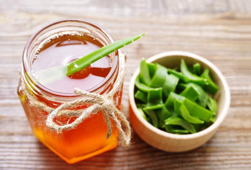 Hỗn hợp gel nha đam và mật ong là sự kết hợp hoàn hảo để cải thiện tông da