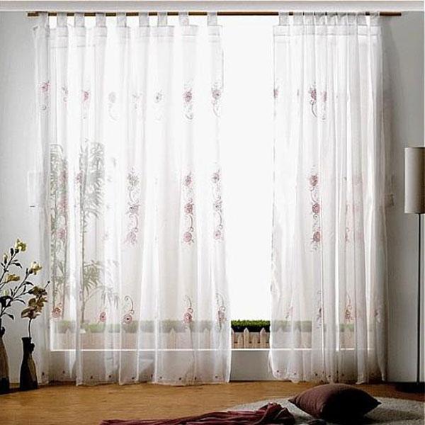 Bạn nên dùng rèm mỏng để vừa cảm thấy thoáng mát và đủ ánh sáng mà vẫn không nóng và ẩm.
