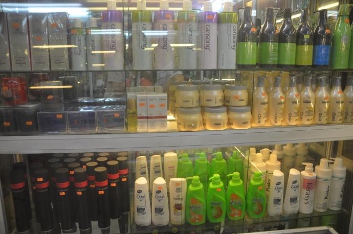 Sử dụng các sản phẩm chứa nhiều chất hóa học cho tóc