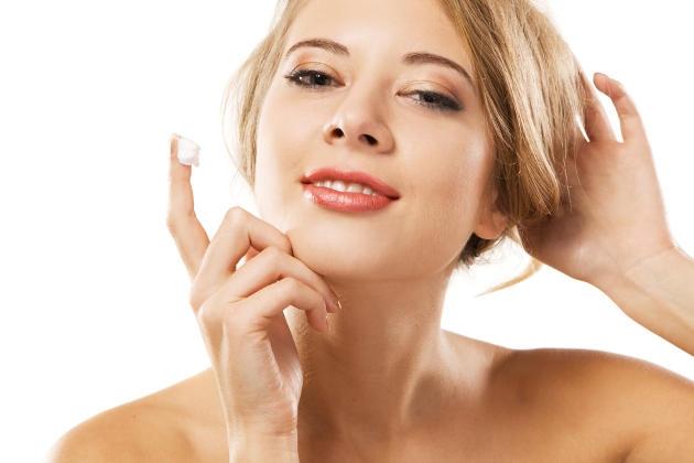 Để kéo dài thời kỳ thanh xuân và không mong muốn sự lão hóa ghé thăm quá sớm hãy luôn chăm sóc làn da của mình thật tốt với những sản phẩm dưỡng ẩm, làm mềm hiệu quả, một làn da đẹp sẽ giúp bạn luôn tươi trẻ và rạng rỡ hơn.