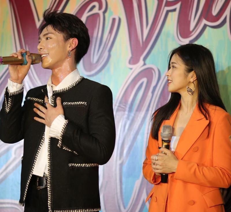 Sự góp mặt của ca sĩ khách mời Erik và Sunni Hạ Linh