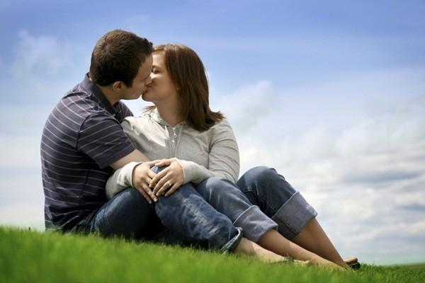 Người Pháp hôn cả môi và lưỡi
