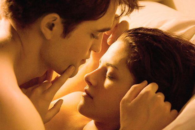 Cảnh nóng gắn nhãn R của 2 nhân vật Edward - Bella