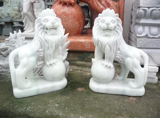 Đôi sư tử đá