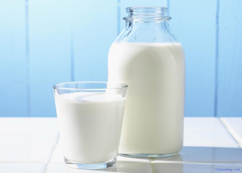 Sữa làm người thức khuya dễ trở lại với giấc ngủ hơn.