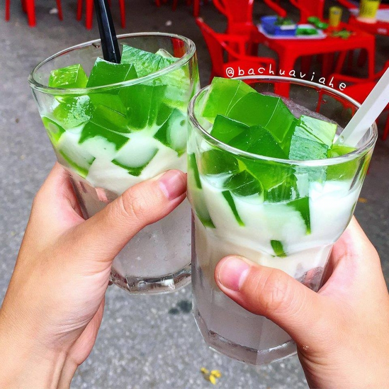 Nhứng cốc sữa chua thạch lá nếp trứ danh của quán