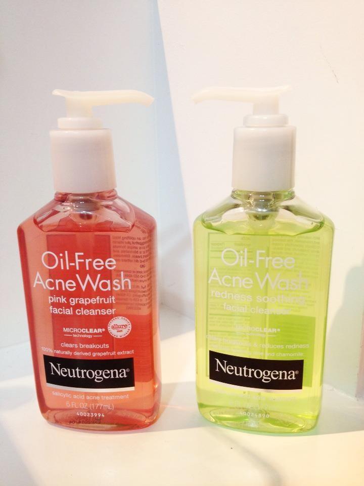 Hãy sử dụng những sản phẩm có chiết xuất từ nha đam hoặc nghệ vì chúng có tác dụng làm mềm dịu cho làn da dầu.