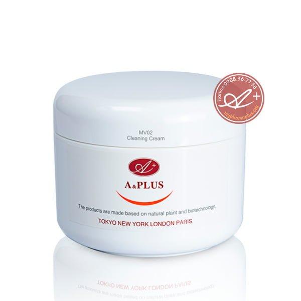Đây là sữa rửa mặt dạng kem tốt da cho với khả năng dưỡng ẩm cao.