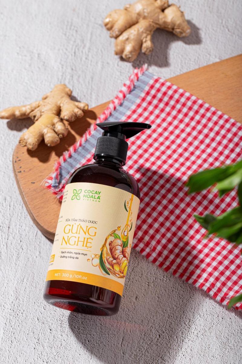 Sữa tắm thảo dược cho mẹ sau sinh chiết xuất gừng nghệ Cỏ Cây Hoa Lá