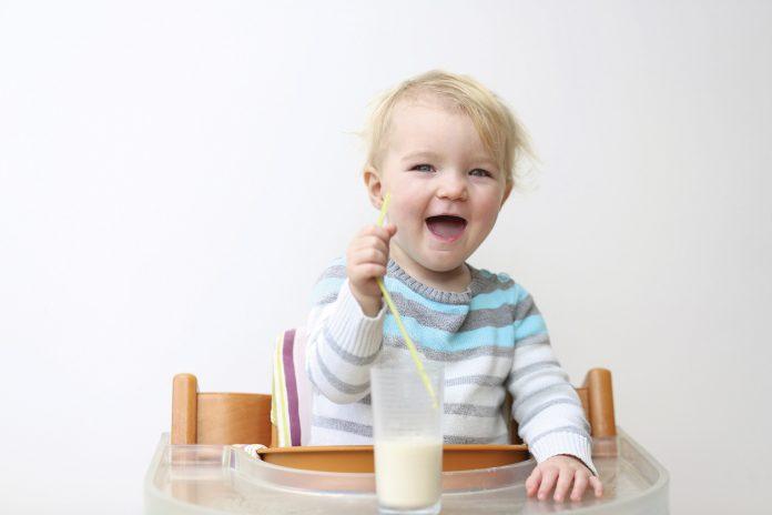 Sữa tươi cho trẻ bị táo bón