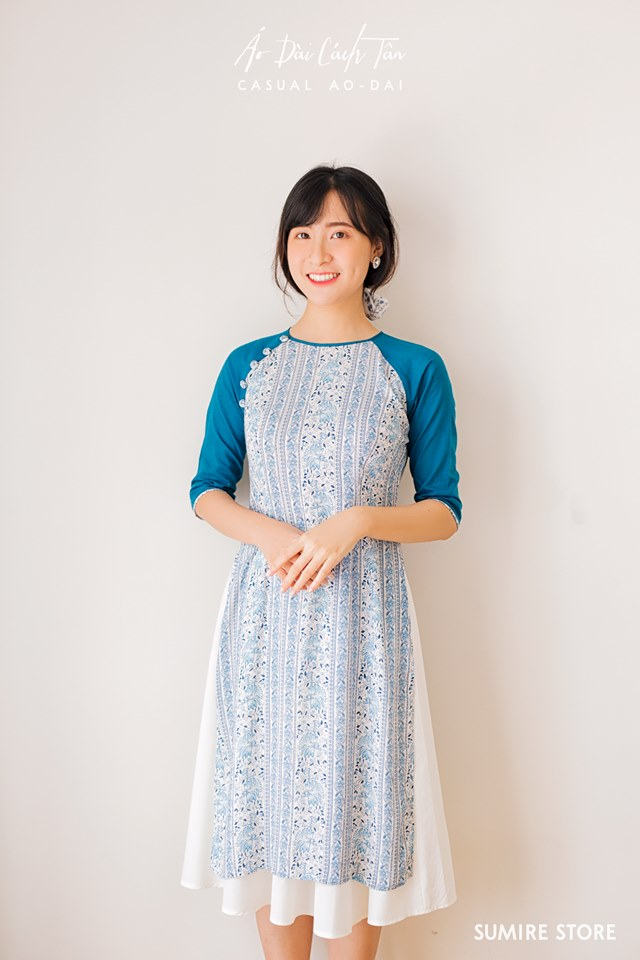 Sumire Store cung cấp chủ yếu các mẫu áo dài cách tân mang phong cách hoa cỏ xuân thì và màu sắc dịu dàng thanh nhã