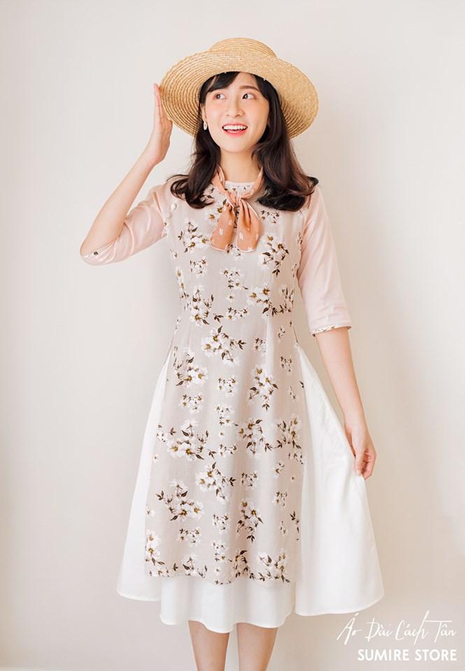 Những chiếc áo dài của Sumire Store cũng đang là cơn sốt và không hề có dấu hiệu hạ nhiệt với các cô gái có niềm đam mê với áo dài